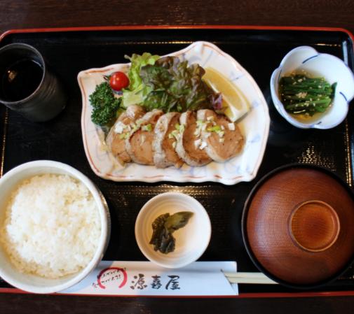 日本東北美味的白金豚