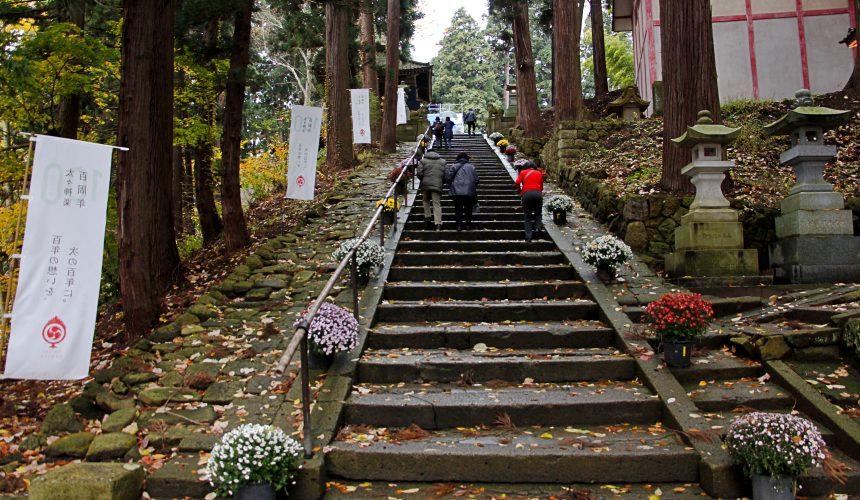 日本東北熊野大社前的石階