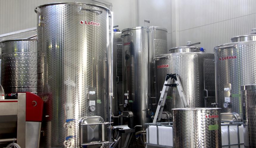 葡萄酒釀酒廠酒槽與酒窖