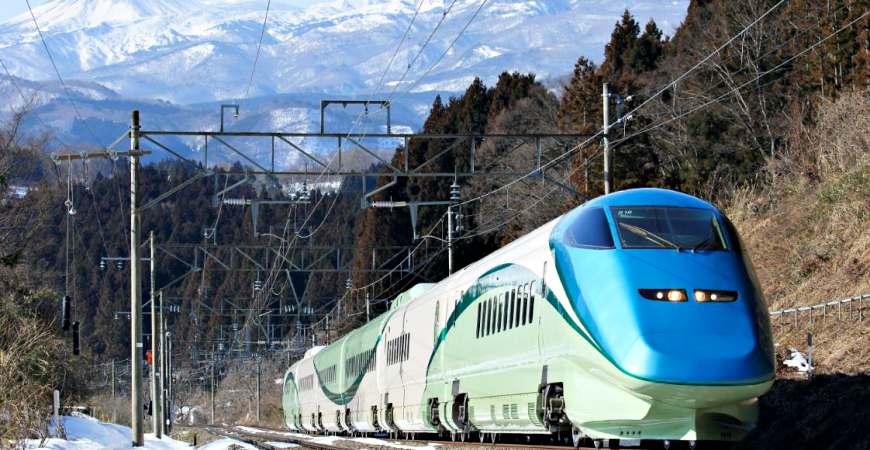 とれいゆつばさ度假型新幹線