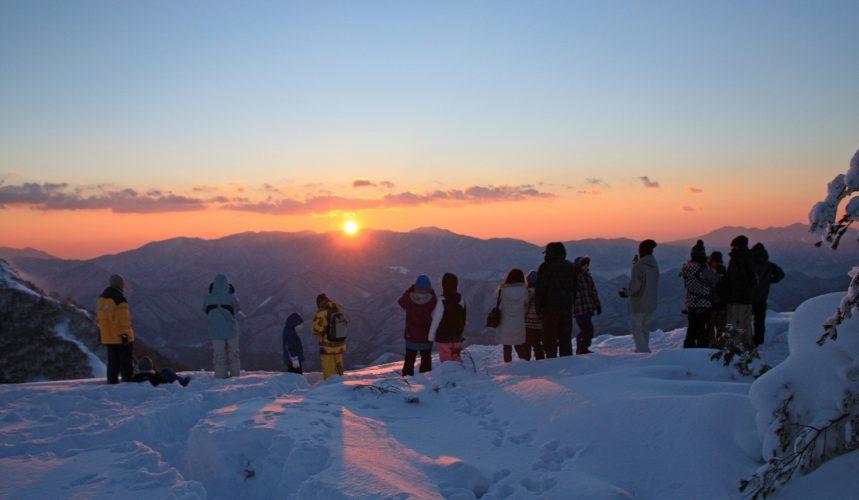 入住滑雪場,賞樹冰