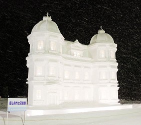 日本青森弘前的弘前城雪灯笼节(弘前城雪灯笼まつり)照片之三