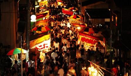 日本青森弘前的宵宫祭(宵宫)夜市照片