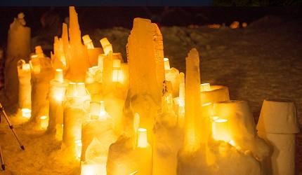 日本東北會津的 Eco Night Fantasy可以看到在湖面上放上蠟燭的浪漫雪祭