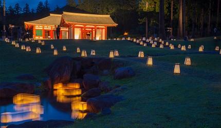 日本东北的磐梯町慧日寺迹在点灯仪式时还会开办慧日寺门前市